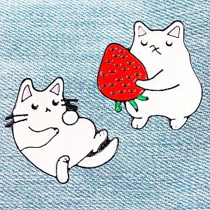 Брошь-значок «Белый кот»