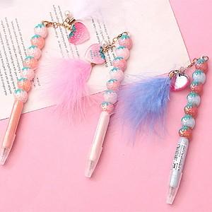 Ручка с пушистым брелоком «Клубничная»