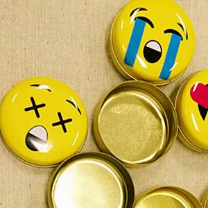Круглая металлическая коробочка «Emoji»