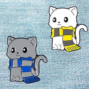 Брошь-значок «Котик в шарфике»