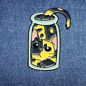 Брошь-значок «Кот в банке»
